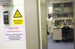 Pécsi virológiai laboratórium átadása