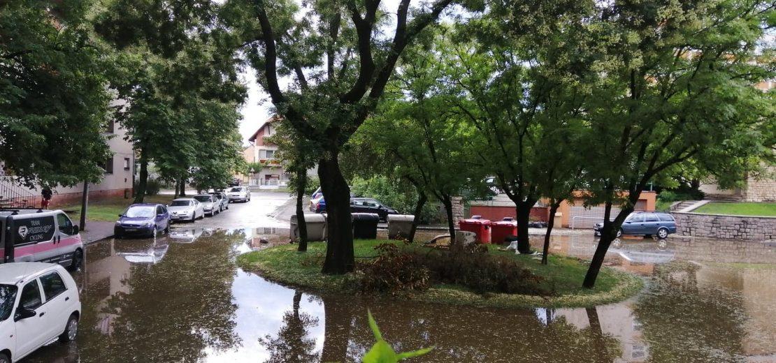 Esőzés után Páfrány utca