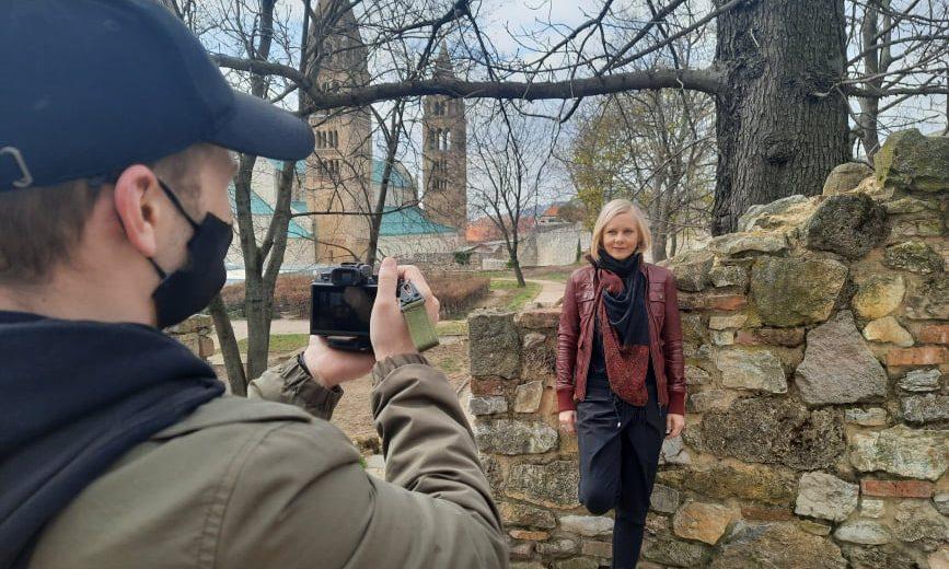 Darabont Mikold színművésznő felvétel közben Forrás Pécsi Nemzeti Színház
